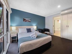 A bed or beds in a room at Kaloha Holiday Resort Phillip Island