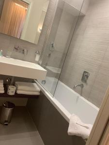 Ein Badezimmer in der Unterkunft Navona Palace Luxury Inn