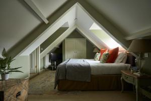 A bed or beds in a room at The Methuen Arms