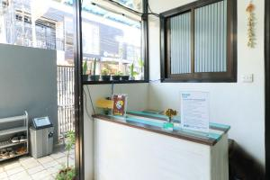 A kitchen or kitchenette at The Ruum Hostel Canggu
