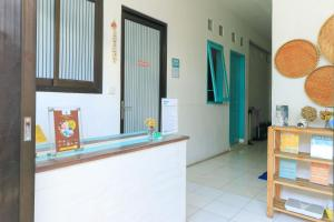 The lobby or reception area at The Ruum Hostel Canggu