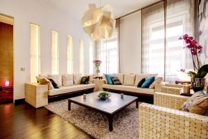 A seating area at Central Stylish Apartments