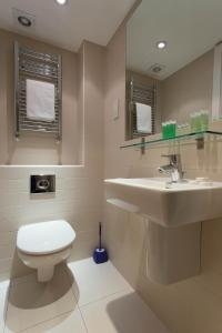 A bathroom at Princes Square - Concept Serviced Apartments