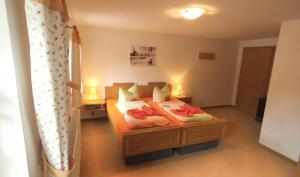 Ein Bett oder Betten in einem Zimmer der Unterkunft Waldgasthof Bad Einsiedel