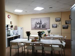 A restaurant or other place to eat at Бугров Отель