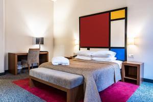 Кровать или кровати в номере VICTORIA hotel Kaunas