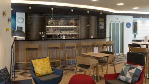 The lounge or bar area at Holiday Inn Express Geneva Airport