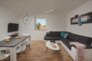 A seating area at Apartment AleMar