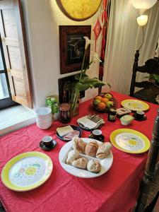 Breakfast options available to guests at Hostel Argonauta
