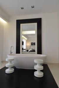 A bathroom at Hotel Royal Paestum