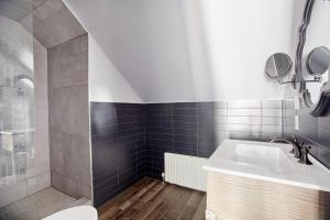 Ванная комната в Sonder — The Wellesley