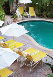 A view of the pool at La Casa Hotel or nearby