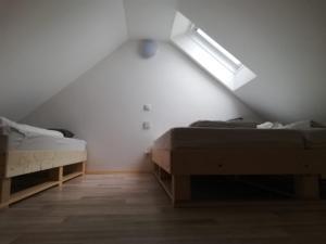 Ein Bett oder Betten in einem Zimmer der Unterkunft Knusperhaus mit Garten