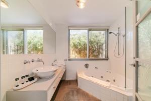 A bathroom at Oceanic Sorrento