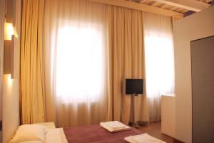 Una televisión o centro de entretenimiento en Florent