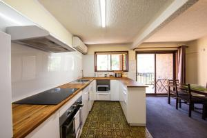 A kitchen or kitchenette at Leski Club