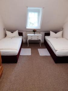Ein Bett oder Betten in einem Zimmer der Unterkunft Pension Marienhof