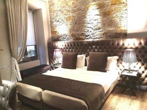 A bed or beds in a room at Forvm boutique Hotel