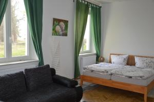 A bed or beds in a room at Landpension Oderbruch