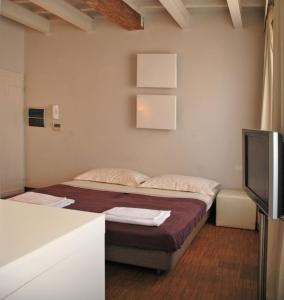 A bed or beds in a room at Florent