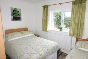 A bed or beds in a room at Blackthorn Meadow