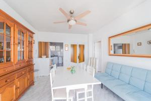Ein Sitzbereich in der Unterkunft Expoholidays - Apartamento Crucero