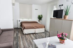 A bed or beds in a room at Albergo Ristorante Silvio