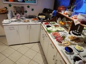 A kitchen or kitchenette at Turkoman Hotel