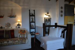 A bed or beds in a room at The fig tree house