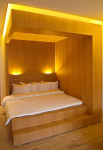 A bed or beds in a room at Studio Avenue Hassan II - 2
