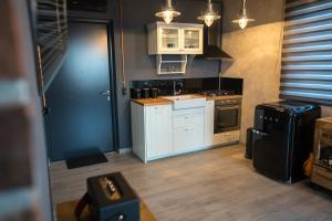 A kitchen or kitchenette at D_View House, industrial living in the hills