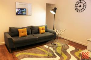 A seating area at Newgate Apartments