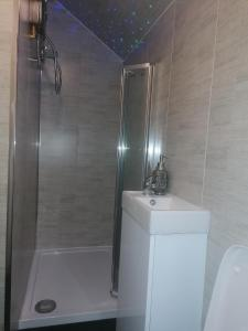 A bathroom at Heavenly Nights Guest House