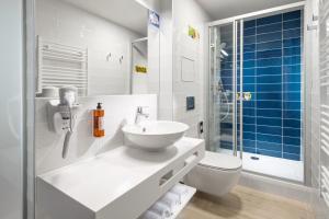 A bathroom at Comfort Hotel Prague City East