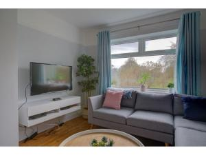 A seating area at Stylish Home in Cheadle Hulme near The Airport!