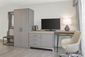 A television and/or entertainment center at Holiday Inn Charleston-Riverview