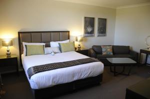 A bed or beds in a room at Riverside Oaks Golf Resort