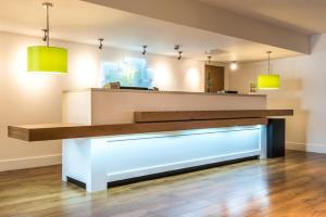 The lobby or reception area at Holiday Inn Chester South