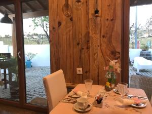 A restaurant or other place to eat at Casa Relogio de Sol