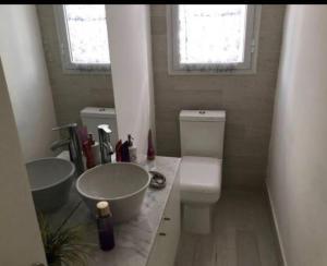 Un baño de Casa en country club