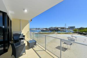 A balcony or terrace at Dolphin Quay Apartments