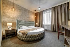 A bed or beds in a room at Hotel Marton Palace