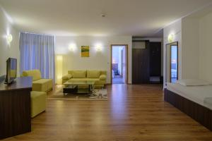 A seating area at Madara Park Hotel