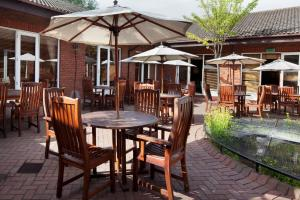 A restaurant or other place to eat at Holiday Inn Guildford