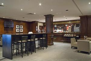 The lounge or bar area at Holiday Inn Guildford