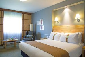 A bed or beds in a room at Holiday Inn Guildford