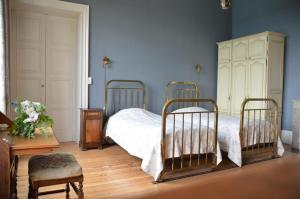 A bed or beds in a room at Maison d'Hôtes Domaine de Bernou