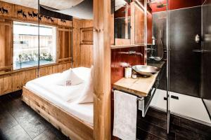 Ein Badezimmer in der Unterkunft Caravan Park Sexten
