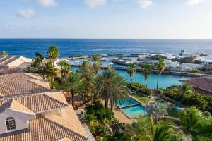 Uma vista da piscina em Palms & Pools apartment at Curacao Ocean Resort ou nos arredores