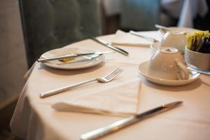 A restaurant or other place to eat at Berwick Manor Hotel